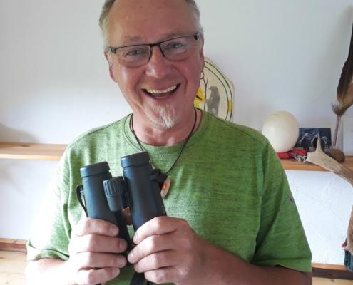 Ralph Müller mit Fernglas